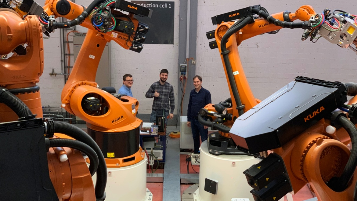 INÜ researchers visited KUKA to perform noise and interference measurements. Moving robots and heavy-duty welding processes challenge the robustness of wireless communications. INÜ is at the forefront of understanding and mitigating those effects.